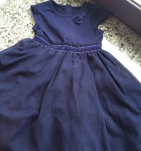 Праздничное платье новое на 1-1,5 года
