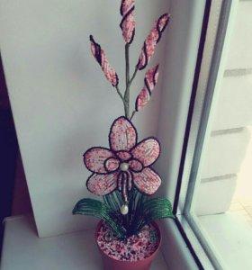 Зделана из бисера цветок