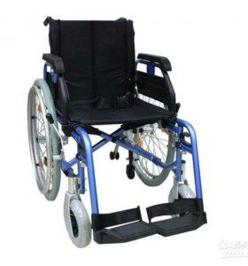 Кресло инвалидное и ходунки