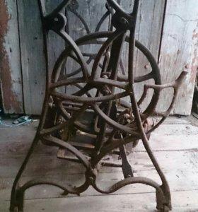 Старая швейная машина Зингер