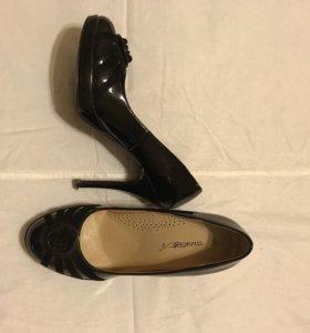 Туфли женские лаковые с замшей размер 39