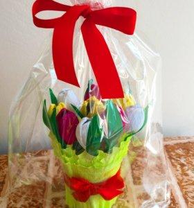 Букет из Тюльпанов с конфетой