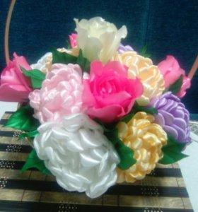 Букет цветов в корзине или в цветочном горшочке