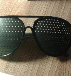 Перфарированные очки для тренировки зрения.