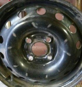 На Daewoo Nexia 1 диск   штампованный R14