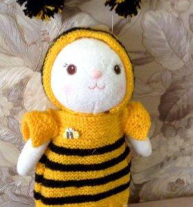 Кролик в костюме пчелки