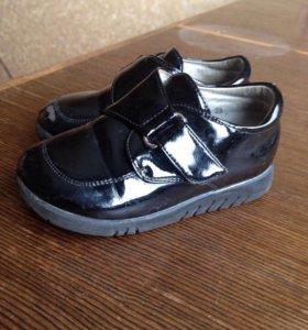 Ботинки лакеровпнные