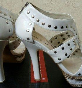 Кожаные босоножки Bianco Bucci 39 размера