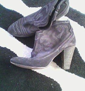 Продаю обувь носила один каждая,в хорошем состояни