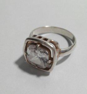 Кольцо серебрение с кристаллом Сваровски