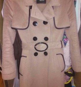 Пальто на весну из шерсти