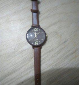 Часы женские. Новые.