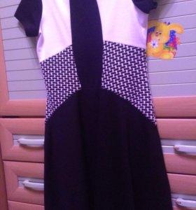 Платье черно-белое Acoola.