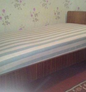 2 кровати с матрасами