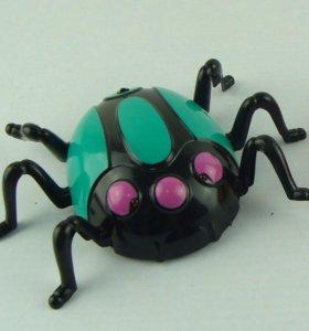 Радиоуправляемый паук, ползающий по стенам.