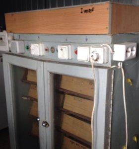 Инкубатор автоматический на 600 куриных яиц