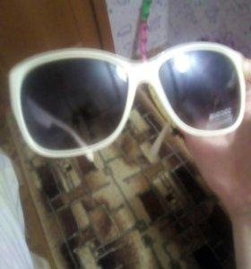 Солнечные очки, в хорошем состоянии, продаю в свяс