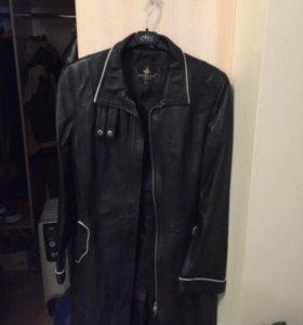 Кожаное пальто новое , юбка новая и сумка вподарок