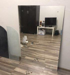 Зеркало в комплекте со стеклянными полочками