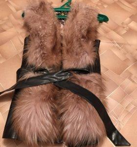 Меховая жилетка с кожаными вставками!!!
