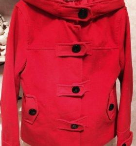 Женская куртка-пальто.