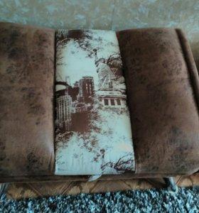 Большое мягкое кресло и пуф