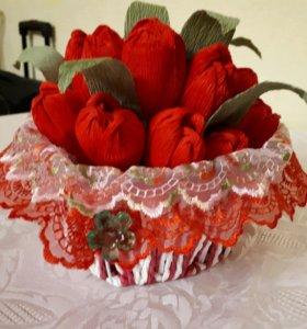 Корзинка с тюльпанами ( с конфетами)