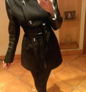 Пальто в идеальном состоянии,с кожанными вставками