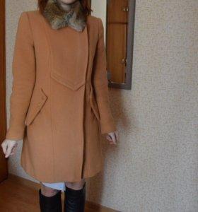 Пальто весна-осень,шерсть,с воротником из кролика