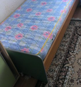 Кровать + тумбочка б/у