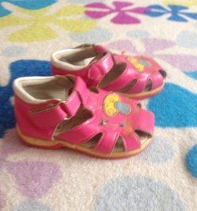 Розовые босоножки 21 размер
