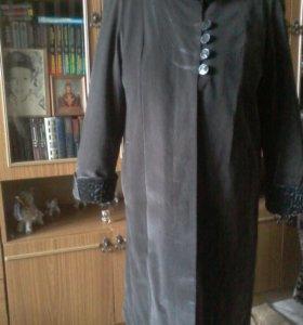 Пальто велюровое,демисезонное,подклад-плюш