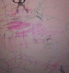 Рисунок моей дочи.(ёжик.)на дверном полотне!