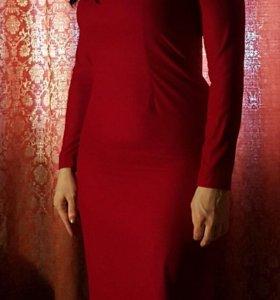 Темно - вишневого цвета велюровое платье