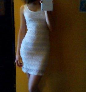 Кружевное женственное платье