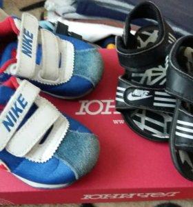 Кроссовки сандали