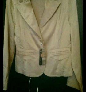 Новый пиджак атласный бежевый