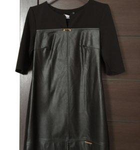 Платье с кожаной вставкой