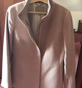 Полу - пальто бежевого цвета
