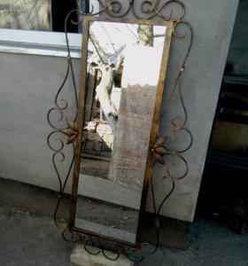 Художественное зеркало в рамке