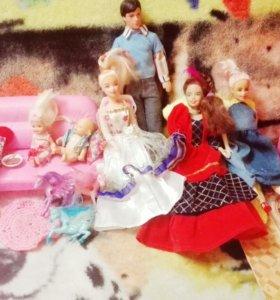Очень много кукол и всего для них