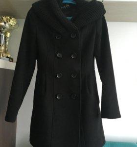 Чёрное приталенное пальто