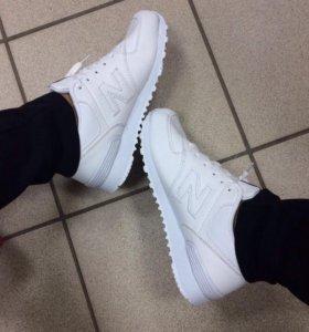 Новые белые кроссовки