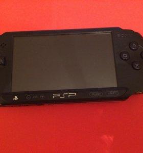 PSP+ 4 Игры+ чехол+ карта памяти на 4 GB