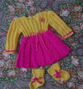 Вязаное платье и пинетки