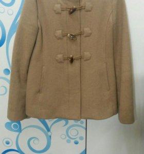 Пальто для девочки Бенеттон