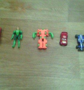 3 машинки робот и игрушка