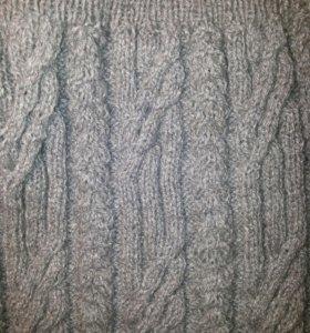 Новый мужской вязаный свитер.
