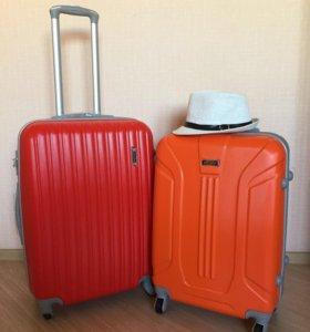 Средние ударопрочные чемоданы