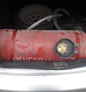 Газовый балон, мультиклапан и клапан заправки.